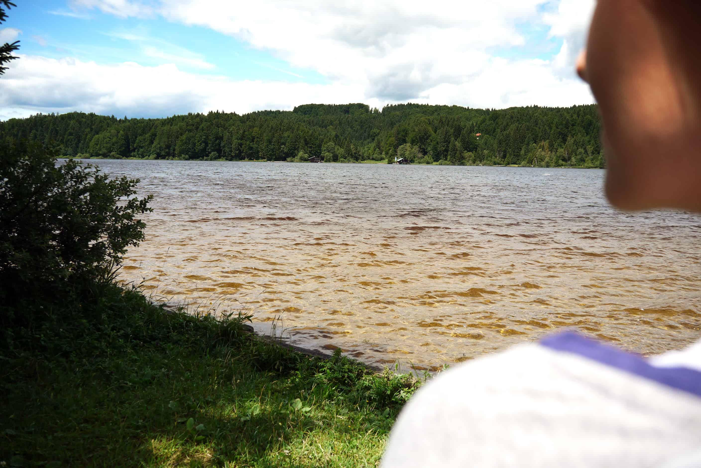 Schulterblick auf den Kirchsee