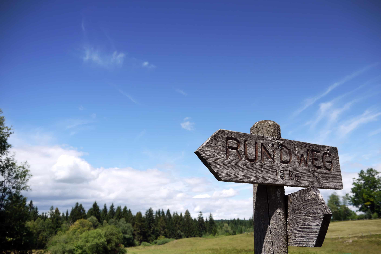 Wegweiser Rundweg Kirchsee